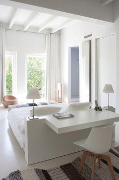 De slaapkamer is de ideale ruimte om een werkplek te creëren. Deze 10 voorbeelden laten zien hoe je dat doet. 10x een slaapkamer met werkplek!
