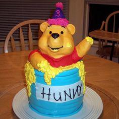 Pooh Bear Cake (recipe: http://di.sn/m5i)