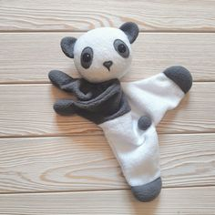 Cow Baby Showers, Baby Shower Gifts, Baby Friends, Sewing Stuffed Animals, Diy Kleidung, Fabric Toys, Cat Doll, Baby Sewing, Toddler Toys