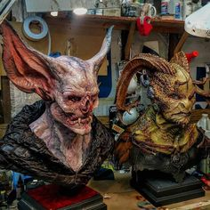 Dracubus and Draxian (Original Design) Life-size Bust Designed, sculpture and painted By Wayne Anderson _ ⚠swipe left for more images ⚠ 👉deslize para mais imagens _ Alien Creatures, Fantasy Creatures, Dark Fantasy, Fantasy Art, Character Art, Character Design, Horror Monsters, Creature Concept, Mask Design