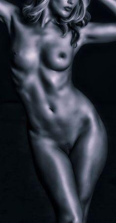 Titanium Nude © by Vincent Isner - Model, Laura