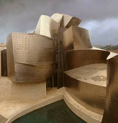 The Guggenheim Museum in Bilbao, Spain ensured a place in building design history for architect Frank Gehry. Frank Gehry, Museum Architecture, Amazing Architecture, Art And Architecture, Unique Buildings, Amazing Buildings, Guggenheim Museum Bilbao, Architectural Elements, Basque Country