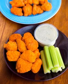 These spicy, crispy baked buffalo cauliflower wings are a great healthy vegan and low carb keto game day appetizer or snack! Vegan Appetizers, Great Appetizers, Vegan Apps, Vegan Keto, Baked Buffalo Cauliflower, Vegetarian Recipes, Healthy Recipes, Savoury Recipes, Cauliflower Soup Recipes