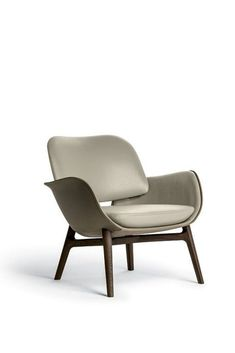 Find out more about the Martha Armchairs by Roberto Lazzeroni and explore Poltrona Frau's furniture collection. Types Of Furniture, Quality Furniture, Cool Furniture, Furniture Design, Rocking Chair Redo, Swinging Chair, Chair Upholstery, Upholstered Chairs, Couch