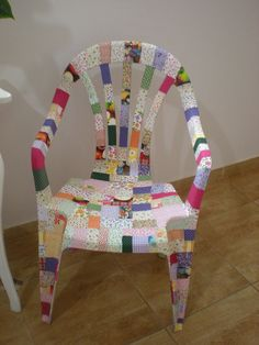 Diy Garden Furniture, Decoupage Furniture, Funky Painted Furniture, Painted Chairs, Recycled Crafts, Diy And Crafts, Ideas Hogar, Cardboard Crafts, Diy Chair