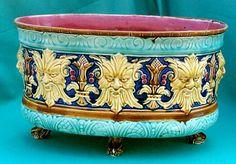 """Cache-pot, jardinières et vases en barbotine de Nimy Jardinières """" Têtes ornés """"  longueur 42 cm hauteur 25 cm  Cachet """" Mouzin-Lecat """" 1851 -1890"""