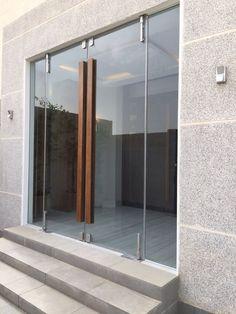 Wooden glass door design modern new ideas Wooden Glass Door, Entry Doors With Glass, Glass Front Door, The Doors, Double Glass Doors, Timber Front Door, Wooden Front Doors, Modern Entrance, Entrance Doors