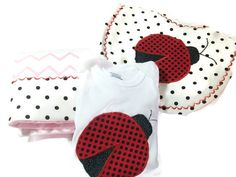 Ladybug Baby Gift Set  Ladybug Baby Bib  Ladybug von PeaPodLilFrogs