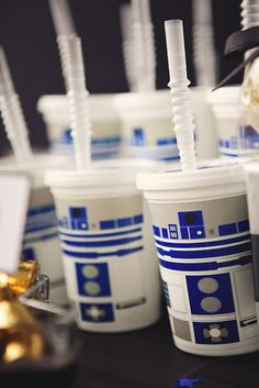 R2D2 drinks at a Star Wars Jedi Academy Party #starwars #partydrinks