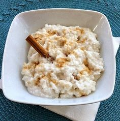Coconut Milk Rice Pudding (dairy-free, gluten-free, vegan) substitute honey, agave, or maple syrup instead of raw sugar (simple snacks raw vegan) Coconut Milk Rice Pudding, Coconut Dessert, Oreo Dessert, Coconut Rice, Dairy Free Rice Pudding, Pudding Corn, Suet Pudding, Biscuit Pudding, Pudding Pies