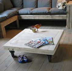 Steigerhouten salontafel op grote wielen van www.desteigeraar.nl