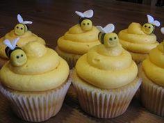 Google Afbeeldingen resultaat voor http://skdecoratethis.files.wordpress.com/2011/01/bee_cupcakes.jpg