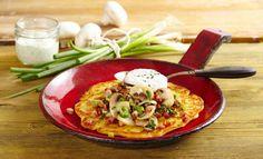 Köstliches Gemüse-Omelett mit Kräuterquark