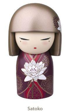 Trasteando el otro dia por internet encontré unas muñecas preciosas. Se llaman Kimmidoll y son unas figuritas inspiradas en las Kokeshi...