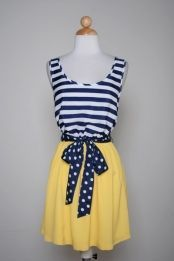 Cute outfit. Still not sure I'd get away with yellow - even on the bottom half.