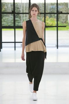 Something nice about this half vest in solid black tied over the fine pleated top.Gauchere Spring Summer 2016 Paris fashion show is all about contradiction and opposites making a subtle statement that Fashion is borderless. Fashion Details, Look Fashion, Paris Fashion, New Fashion, Runway Fashion, Trendy Fashion, Fashion Show, Fashion Outfits, Womens Fashion