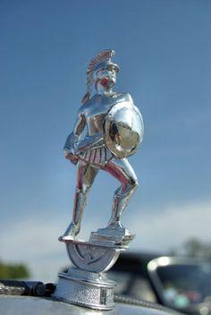 Mascotte Spartan : Bouchon de radiateur : les plus belles mascottes automobiles - Linternaute