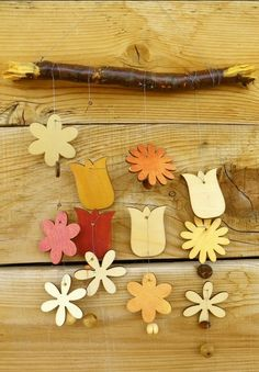 2013 Christmas DIY wooden Wind chime, colorful flower wind bell for your Christmas, Christmas simple aeolian bells #2013 #Christmas #Wind #chime www.loveitsomuch.com