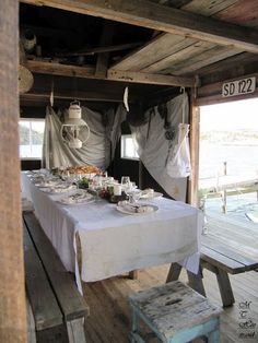 dinner party in the beach shack Outdoor Dining, Outdoor Spaces, Dining Table, Porches, Sweet Home, Beach Shack, Surf Shack, Al Fresco Dining, French Chic