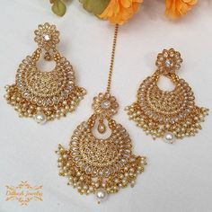 Handcrafted antique gold pearl & white polki earrings with tikka! The earrings are approximately long & wide. Tika Jewelry, Indian Jewelry Earrings, Fancy Jewellery, Jewelry Design Earrings, Gold Earrings Designs, Ear Jewelry, Stylish Jewelry, Indian Bridal Jewelry Sets, Bridal Jewelry Vintage