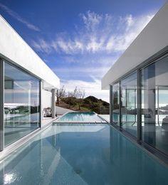 Modern Villa by Mario Martins