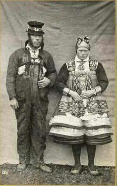 Bride and groom from Setesdal, Aust-Agder County in Norway, n. Photo by fotograf Knud Knudsen Vintage Wedding Photos, Vintage Photos, Antique Photos, Folk Costume, Costumes, Norwegian People, Gypsy Culture, Scandinavian Countries, Ethnic Dress
