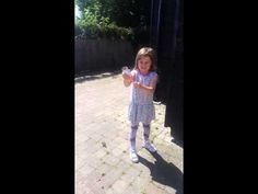 Confetti Popper - How to make your own confetti popper from a toilet roll Toilet Roll Craft, Confetti Poppers, Independance Day, Activities For Kids, Make It Yourself, Group, Board, Party, Crafts