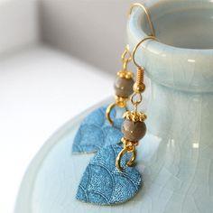 Ohrringe und Armbänder aus u.a. Glasperlen mit drip-art coating