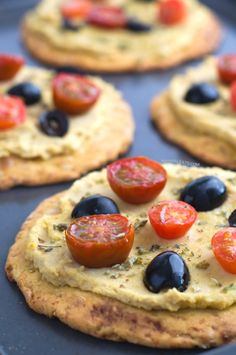 Hummus pizza | #vegan and #gf