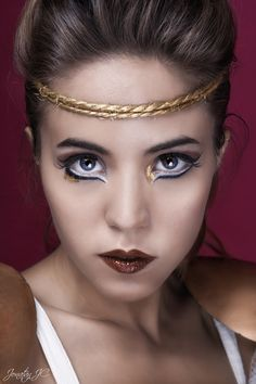 Looks like a roman warrior, probably supposed to. But I love the layering of different eyeliner colora Greek Makeup, Greek Goddess Makeup, Egyptian Makeup, Egyptian Eye, Make Up Looks, Makeup Tips, Beauty Makeup, Hair Beauty, Makeup Ideas