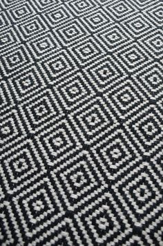 Diamond Flatweave Black & White Stair Runner by Hartley and Tissier flur mit treppe Black And White Carpet, Black And White Stairs, Beige Carpet, Patterned Carpet, Modern Carpet, Black White, Chevron Carpet, Yellow Carpet, White Walls
