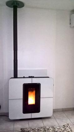 Mise en route d'un poêle à granulés THERMOROSSI Slimquadro 9 version Crystal White...