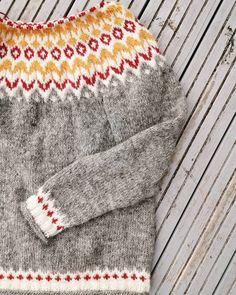 Riddari fina färger! Icelandic Sweaters, Yarn Projects, Knitted Hats, Knitting, Crafts, Instagram, Fashion, Threading, Moda