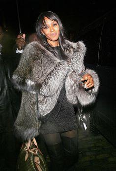 Naomi Campbell in a fur coat . FUR Coat Jacket Silver FOX Pelz Pelzmantel Silberfuchs Pelliccia Fourrure ЛИСА Silver fox fur parka. Share it! #silverfox #furonline #furfashion @anandco