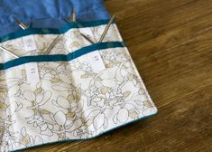 New knitting bag sewing pattern needle case Ideas Diy Knitting Needle Case, Diy Knitting Needles, Knitting Bags, Bag Patterns To Sew, Sewing Patterns, Knitting Patterns, Knitting Ideas, Knitting Accessories, Sewing Tools