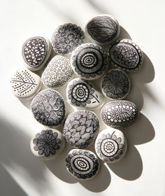 I love drawing on these small white river stones. Often, while cooking dinner i'll be drawing a few more stones to sit along my kitchen shelf. The need to be creative is always there and i find thi… - Clear Kitchen Shelf Pebble Painting, Dot Painting, Pebble Art, Stone Painting, Art Pierre, Tachisme, Painted Rocks Kids, Painted Pebbles, Sharpie Art