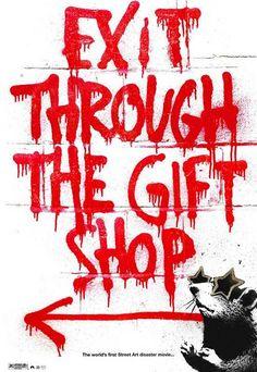 """""""Exit through the gift shop"""" (2010), crítica al negocio detrás del Street Art, de la moda del movimiento y la reproducción de las obras, que lleva a la pérdida del sentido original con el que fueron creadas."""