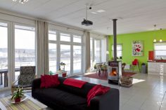 What do you guys think of the spring colours in this holiday home in Amblève in the province of Luxembourg? We are FAN!