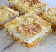 Lusta túrós barackkal Receptek a Mindmegette. Hungarian Desserts, Hungarian Recipes, Cheesecake Desserts, Cookie Desserts, Ital Food, Cake Recipes, Dessert Recipes, Romanian Food, Bread And Pastries