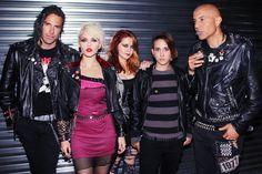 Οι BARB WIRE DOLLS, το punk συγκρότημα με βάσητην Κρήτη, είναι μία από τις πρώτες κυκλοφορίες της Motorhead Music. Ο θεός ο ίδιος, Lemmy Kilmister, από την πρώτη στιγμή που τους είδε live στο Sunset Strip, αποφάσισε να τους υπογράψει στην εταιρία των MOTORHEAD. Λίγες εβδομάδες πριν, η μπάντα κυκλοφόρησε ένα ολοκαίνουριο video για το...