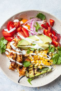 Here's a delicious recipe for Grilled Chicken Burrito Bowls that is perfect for summer grilling. Photographs and nutritional information included. Chicken Burrito Bowl, Chicken Burritos, Burrito Bowls, Burrito Casserole, Chicken Taquitos, Hamburger Casserole, Chicken Fajitas, Argula Recipes, Coliflower Recipes