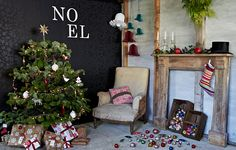 Noel on the black wall paper wall nicely thought up Merry Little Christmas, Christmas Time, Christmas Ideas, Christmas Crafts, Christmas Decorations, Xmas, Holiday Decor, Winter Holidays, Happy Holidays