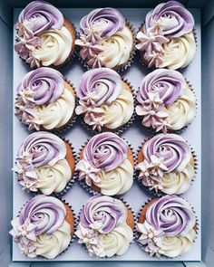 Cupcakes decoration cute desserts ideas for 2020 Cupcakes Design, Cake Designs, Fancy Cakes, Mini Cakes, Cupcake Cakes, Wilton Cakes, Decoration Patisserie, Yummy Cupcakes, Purple Cupcakes