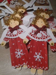 Learn how to make Easy Christmas Crafts for Kids with these amazing Popsicle Stick Christmas Ornaments. Popsicle Stick Christmas Crafts, Popsicle Stick Crafts, Craft Stick Crafts, Easy Crafts, Diy And Crafts, Snowman Crafts, Crafts For Teens To Make, Christmas Crafts For Kids To Make, Simple Christmas