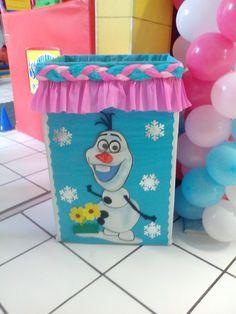 caja de regalos frozen olaf Ana Frozen, Frozen Princess, Princess Party, Frozen Birthday Party, Frozen Party, Birthday Parties, Baby Tv Cake, Moist Vanilla Cake, High Chair Banner