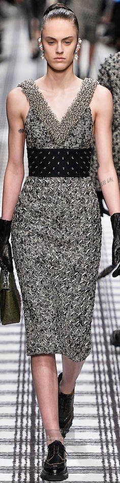Fall 2015 Ready-to-Wear Balenciaga White Fashion, Look Fashion, Fashion Beauty, Fashion Outfits, Womens Fashion, Fashion Walk, Balenciaga, Givenchy, Christian Dior