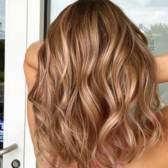 Best Brown Hair Color Shades To Try Hair Color caramel hair color Brown Hair With Highlights, Brown Blonde Hair, Brunette Hair, Blonde With Caramel Highlights, Fall Blonde Hair Color, Fall Hair Colors, Autumnal Hair Colour, Color For Hair, Hair Color For Spring
