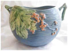 This is Roseville pottery, its fabulous! click the image or link for more info. Weller Pottery, Roseville Pottery, Pottery Vase, Ceramic Pottery, Ceramic Art, Hull Pottery, Mccoy Pottery, Thrown Pottery, Slab Pottery