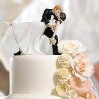 Romantic Cake Toppers with this Romantic Dip Bride and Groom Cake Top