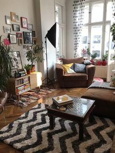 Berlin style living room diy home dec Luxury Homes Interior, Home Interior, Interior Design, Interior Modern, Interior Paint, Interior Ideas, Living Room Green, Living Room Decor, Bedroom Decor